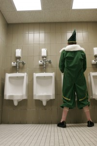 Theater-Wit-Santaland-Diaries-urinal-vert-credit-Johnny-Knight